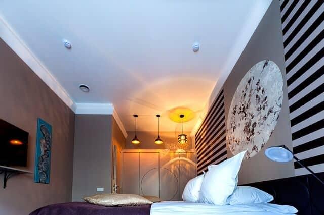 תאורה בדירת חדר